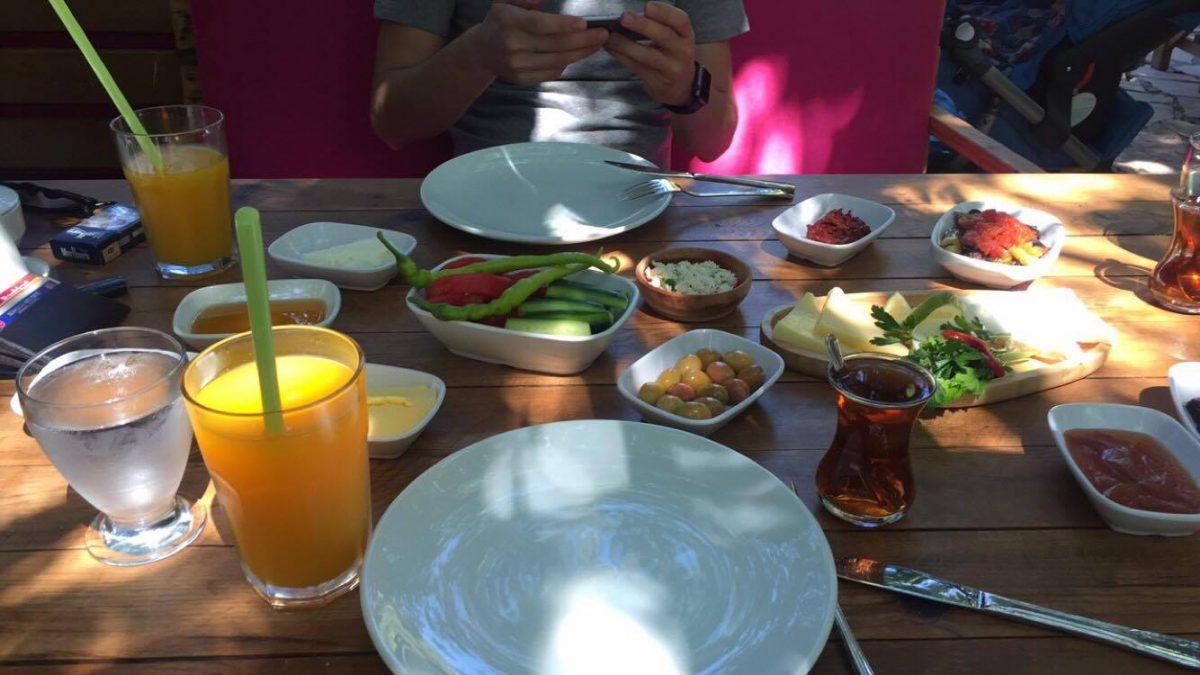 Halabağı Kahvaltı Bahçesi